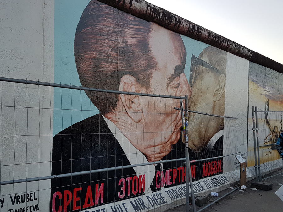 Dmitri Vrubels Fraternal Kiss East side gallery Berlin