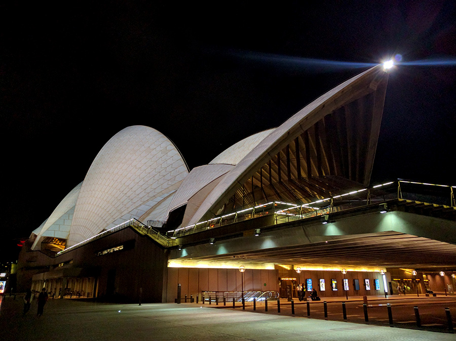 Sidney Opera House up close at night